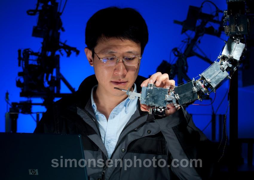 """Darf ich euch KeJun Nin vorstellen? Der 33-jährige """"Engineer of Robotics"""" kommt aus China und arbeitet für einige Zeit an der Uni Göttingen. Und er ist auch ein sehr geduldiges Model ;-)"""