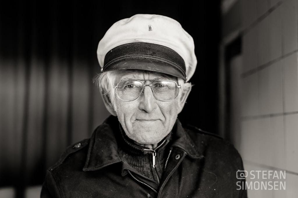Alter Kapitän der Rheinschifffahrt in Köln am Rhein