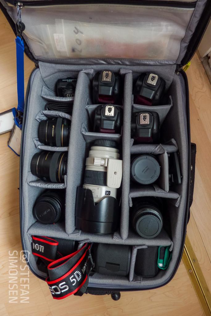 """ThinkTankPhoto """"Airport International V2.0"""" mit Kameras, Objektiven und vier Blitzen 600EX-RT"""